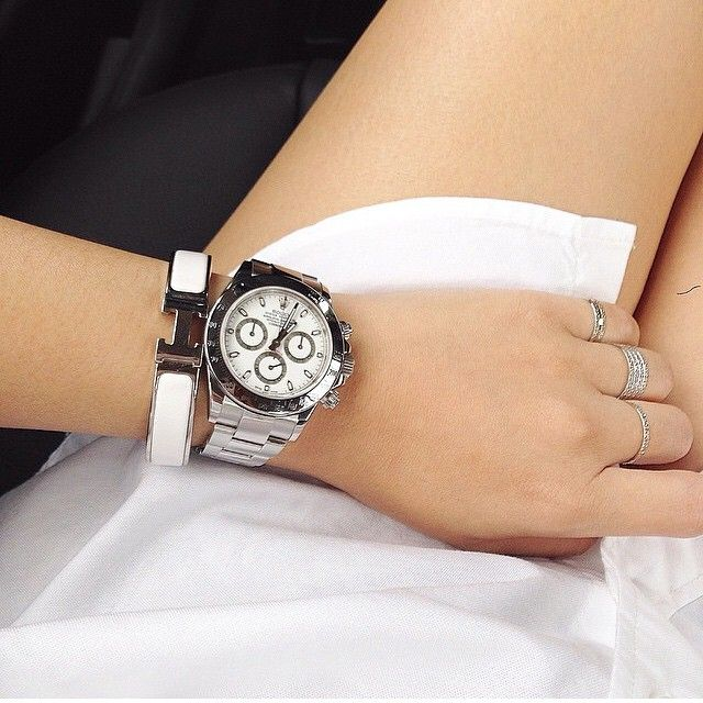 Follower @pearlypuffs sent this shot of her all white ensemble through. Usually we're partial to women wearing Panerai but this Rolex Daytona is a clear pass mark - very fresh. Thank you. Feel free to tag or mail us your daily ensemble. ️ #rolex