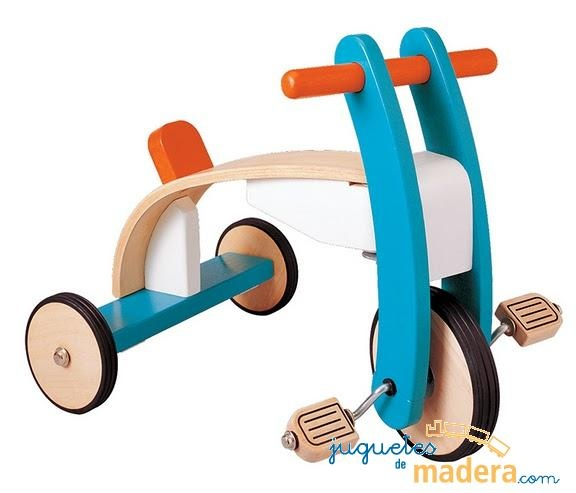 El triciclo tiene un diseño muy robusto. Los niños pueden dirigir el manillar a la dirección que desean. Ayuda a un buen desarrollo del equilibrio y la fuerza de brazos y piernas