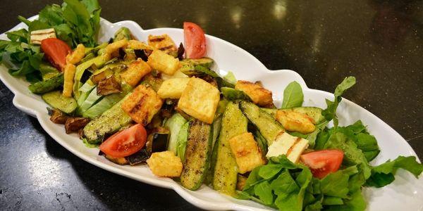 Cbc Sofra طريقة تحضير سلطة حلوم مشوى الشيف شربيني Recipe Food Recipes Vegetables