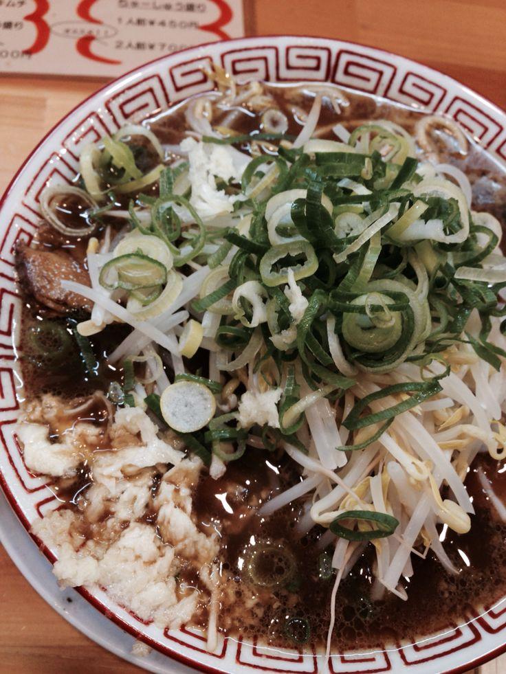 京都北山元町ラーメン。京都、四条烏丸駅近く。元祖屋台の濃厚醤油ラーメン。