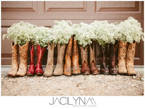 Not a super fan of cowgirl boots, but this is prettyyyy cute.