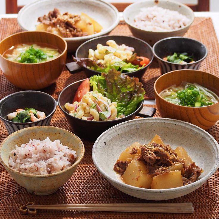 2016/1/7 木  #晩ごはん ・ ✳︎大根と牛肉の韓国風煮物 ✳︎マカロニサラダ ✳︎ワカメと胡瓜とエビの酢の物 ✳︎白菜とえのきのお味噌汁 ・ 我が家は今年は遅めの今日から通常運転スタート。 ・ 七草粥を頂くところですが、去年作ったら旦那さんに不評で 今年はスルーしてしまいました ・ 煮物は「きょうの料理ビギナーズ」でやっていたものを参考に。 一味唐辛子でピリ辛に。 ・ 無病息災。気持ちだけ込めて頂きました☺️ ・