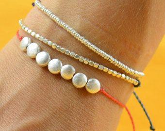 Gold beaded bracelet por Zzaval en Etsy