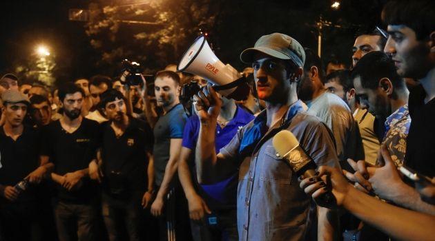 Ermenistan'da eylemcilerden geçici sübvanse teklifine ret http://haberrus.com/headline/2015/06/28/ermenistanda-eylemcilerden-gecici-subvanse-teklifine-ret.html