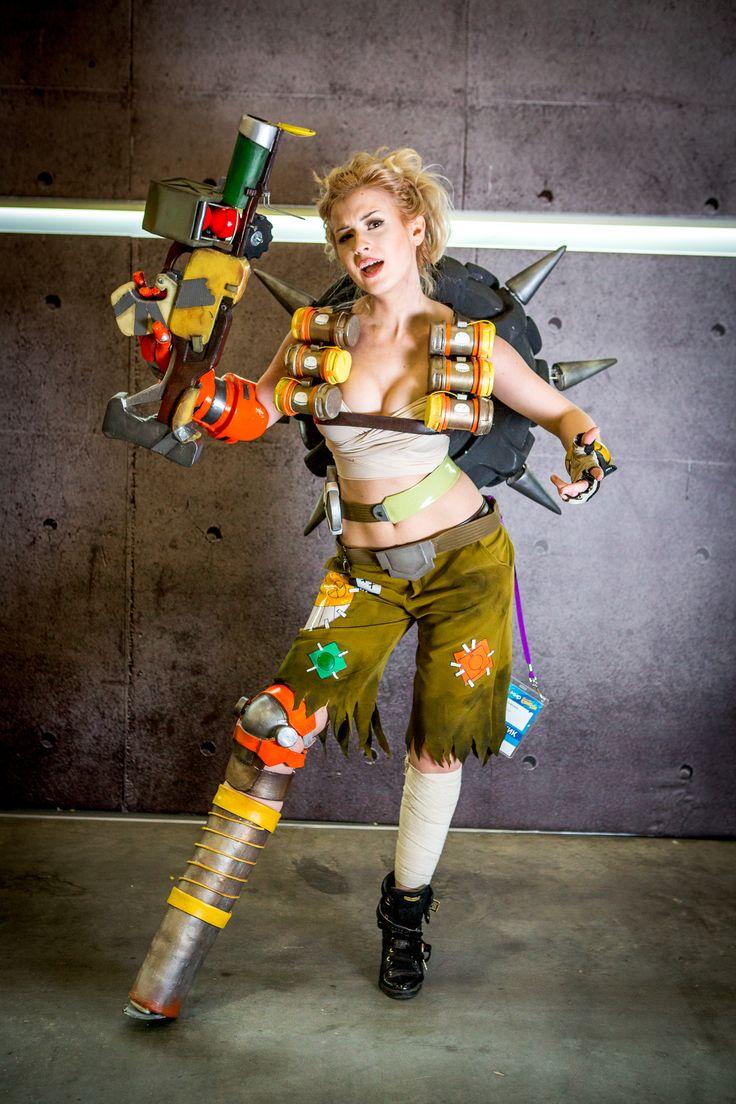 Самые красивые девушки и самые суровые мужчины — в костюмах из Fallout, Diablo, Mortal Kombat, Tekken и многих других игр, фильмов и комиксов.