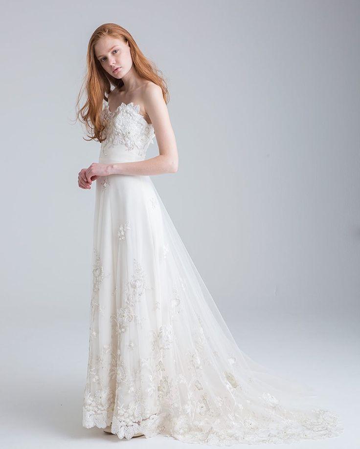 繊細なビーディングが施された生地はパリの職人が一つ一つ手仕事で縫い付けている為近くで見ていただくとより美しさを感じていただけます まさに職人のエスプリが感じられる一着となっております  提携外の結婚式場へのお貸し出しも可能です 結婚式場が決定していない方も着たいドレスから会場を選ぶ相談も承っています  DRESS:03-70268  <お問い合わせ> dresses@dressthelife.jp 0120-791-249  その他のコーディネートはTOPのURLよりご覧ください  #Authentique#オーセンティック#アナカゾア#結婚式#プレ花嫁#ドレス迷子#熊本#福岡#東京#日本中のプレ花嫁さんと繋がりたい#卒花嫁 #卒花 #披露宴 #関西花嫁 #福岡花嫁 #大阪花嫁 #関東花嫁 #横浜花嫁 #熊本花嫁 #福岡プレ花嫁 #2017秋婚 #2017冬婚 #2018春婚 #2018夏婚 #可愛い#チュールトレーン#ウェディングドレス#ビーディング#スレンダーライン