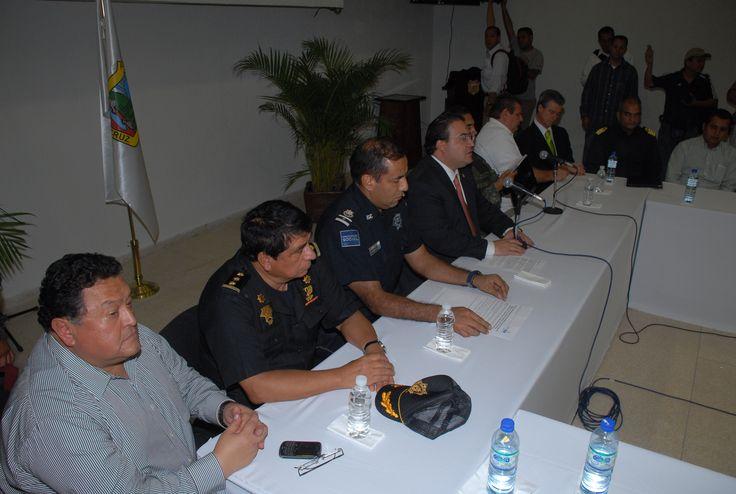 Al encuentro del Gabinete de Seguridad acudieron autoridades de la SSP, PGJE, CISEN, C4, SSP federal, PFP, Ejército y Armada de México.