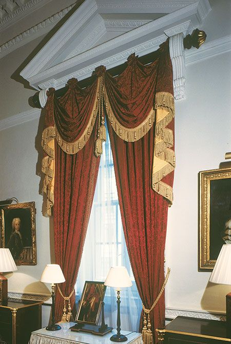 Edward Harpley - Wooden Curtain Poles » Mansion House – Curtain Pole