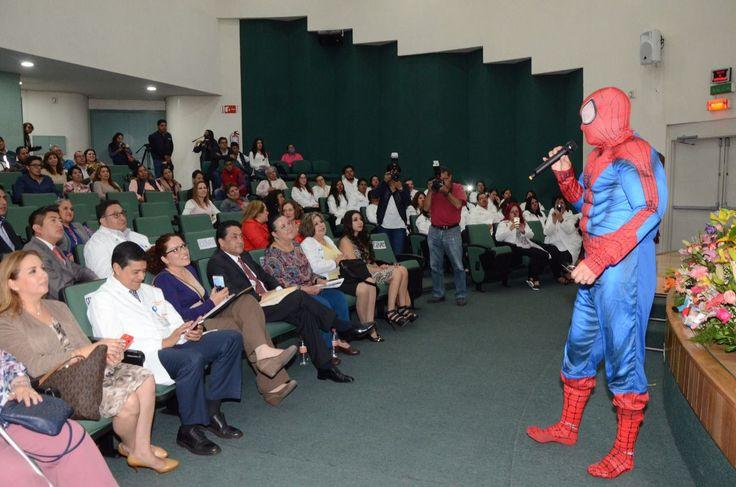 Guadalajara (México), 22 may (EFE).- Vestido de superhéroe, príncipe, payaso o chef, un médico busca alegrar y dar una mejor vida a los niños con cáncer que atiende en un hospital público de Guadalajara, capital del occidental estado mexicano de Jalisco.