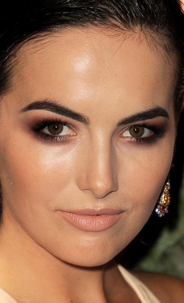 A maquiagem marrom de Camilla Belle