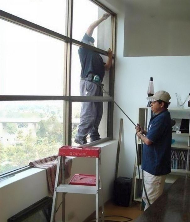 Building-Glass-Cleaner-Safety-In-India 34 Irresponsible & Idiot Men Who Are Certainly Dead Now (Part2)