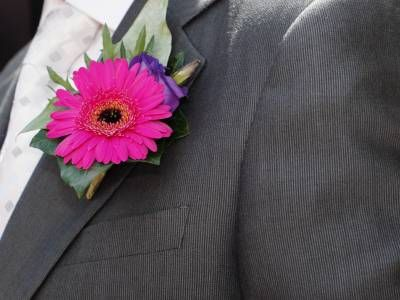 Google Image Result for http://www.flower-arrangement-advisor.com/images/gerbera_buttonhole.jpg