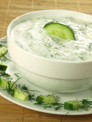 concombre, huile d'olive, ail, yaourt à la grecque, herbes de provence