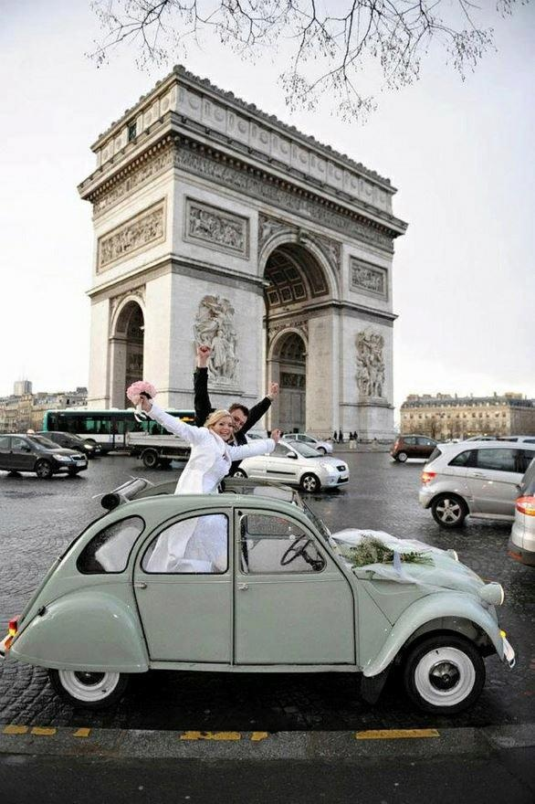 This marriage will inevitably be a triumph! #Citroën #2CV #Wedding