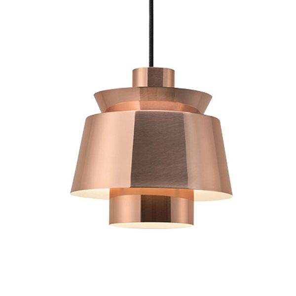 """Die """"JU 1 Utzon Lamp"""" - hier in Kupfer - wurde vom berühmten Architekten und Designer Jørn Utzon entworfen."""