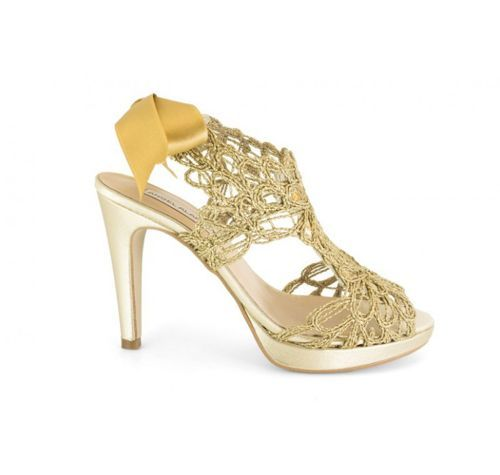 Zapatos De Fiesta En Color Dorado.  Te presento esta hermosa selección de zapatos de fiesta en color dorado con los que, asimismo de brindarle un toque de elegancia y glamour a tu look de fiesta, puedes sacarles el máximo provecho, ya que combinan muy ... Ver más aquí: https://zapatosdefiestaonline.com/zapatos-de-fiesta-en-color-dorado/