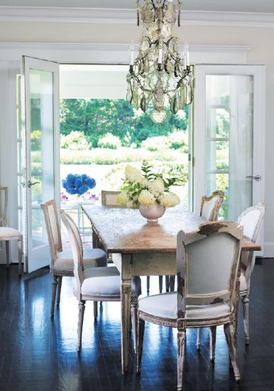 Fashion designer Jill Stuart's Sagaponack retreat Image Gallery - Hamptons Cottages & Gardens - September 2012 - Hamptons: Dining Rooms, Farms Houses, French Doors, Fashion Design, Design Jill, Farmhouse Tables, South Shore Decor, Decor Blog, Dining Tables
