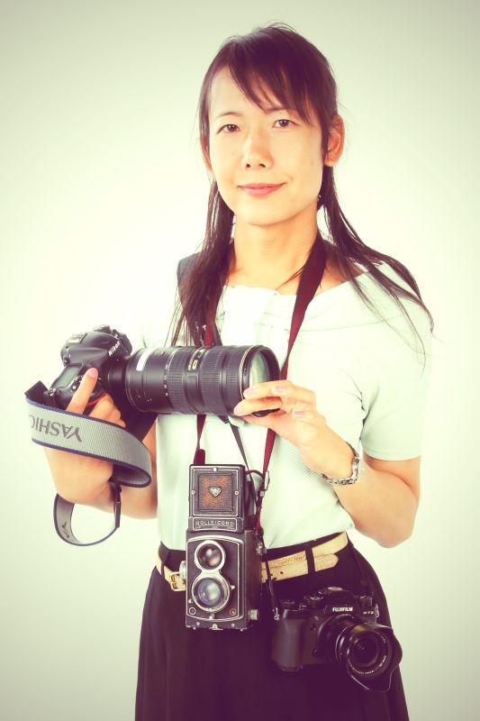 ゲスト◇吉永陽一(Yoichi Yoshinaga)1977年、東京都生まれ。大阪芸術大学写真学科卒業。建築模型会社を経て空撮会社へフリーランスフォトグラファーとして登録。一般的な空撮業務だけでなく、鉄道の空撮にも取り組む。「空撮で捉える鉄道写真」を「空鉄(そらてつ)」と呼び、日々空を飛びながら、鉄道空撮の世界を模索している。地上では、鉄道・旅などの紀行取材や集合撮影など、陸空で活躍。日本鉄道写真作家協会会員、鉄道文化振興会名誉会員、日本写真家協会会員。