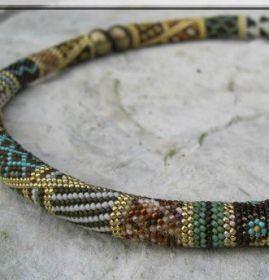 Des colliers crochetés avec des perles de rocaille - Bijoux - Pure Loisirs