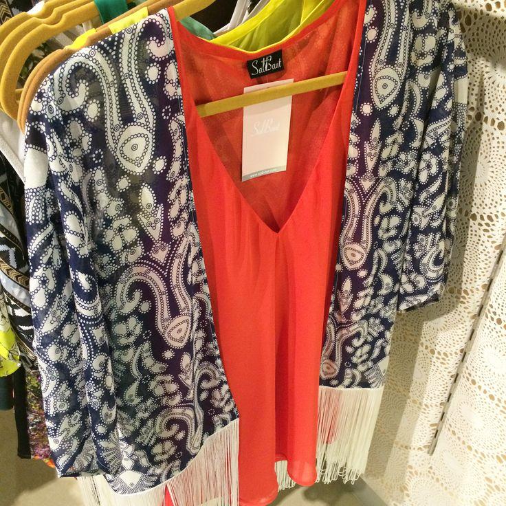 Moda venezolana Cardigan de flecos + camisa Salbaut coral