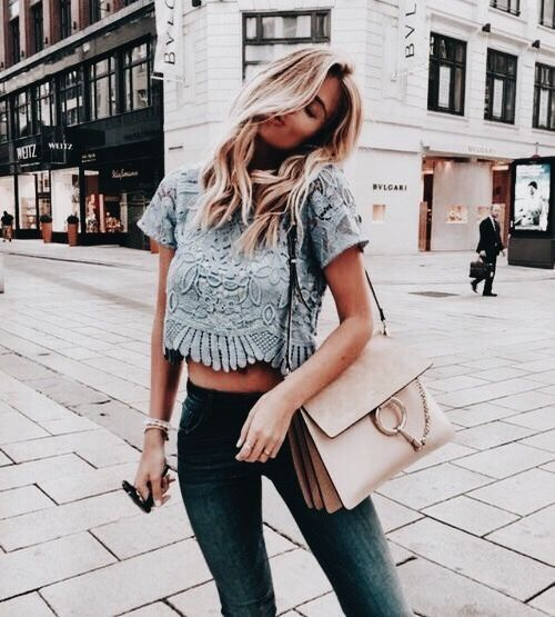 Pretty pale blue top with skinny jeans and chic blush handbag.