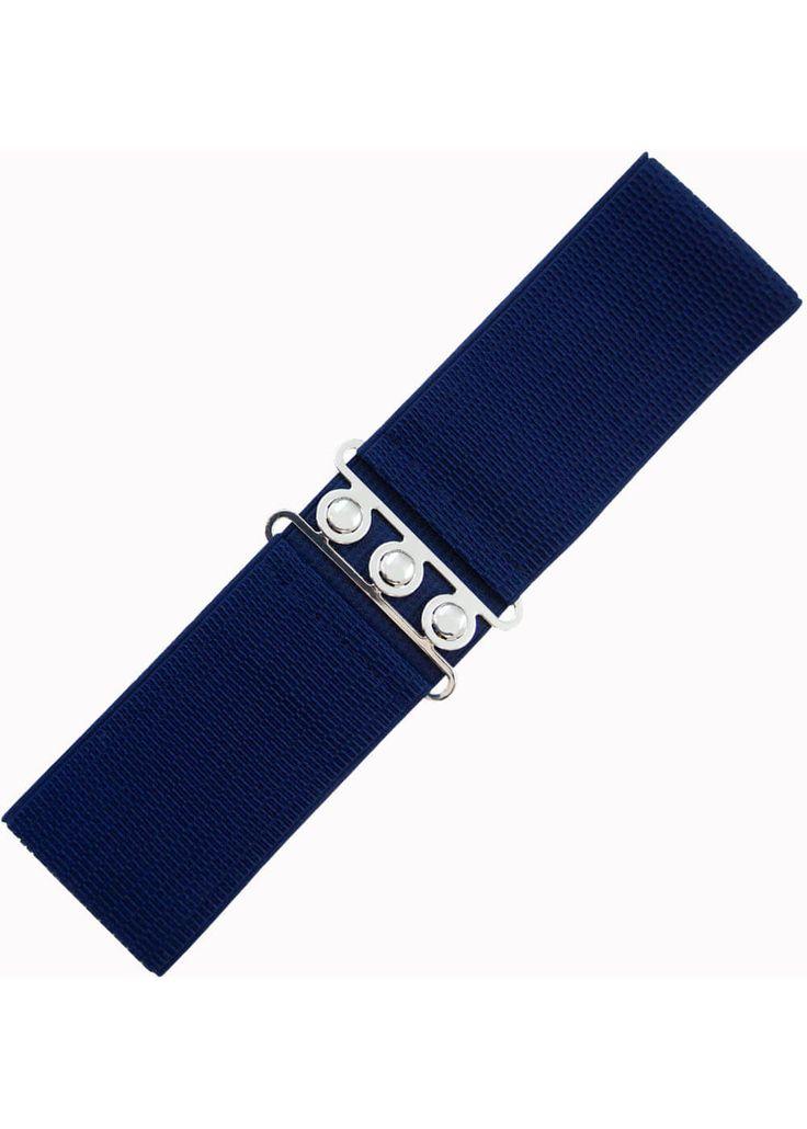 Description: Maak uw outfit helemaal af met deze leuke elastische riem van Banned! Ze sluit met een zilverkleurige sluiting. Perfect om te combineren met al je jurkjes voor dat mooie jaren 50 silhouet!  Price: 7.95  Meer informatie  Banned Elastische Riem Donkerblauw