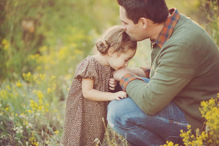 angie monson.  love.: Daddy Little Girls, Butterflies Kiss, Father Daughters Poses, Grand Kids, Families Photography, Families Portraits, Daddy Daughters, Photography Ideas, Daddy Girls