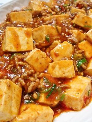 楽天が運営する楽天レシピ。ユーザーさんが投稿した「本格!麻婆豆腐 ☆ 美味しい ☆」のレシピページです。ピリっと辛い麻婆豆腐♪ご飯にかけて麻婆丼にしても(*^_^*)。本格!麻婆豆腐。豆腐,豚ひき肉,ごま油,長ネギみじん切り,♪豆板醤,♪鷹の爪の輪切りor粉(お好みで辛さ調節,♪ニンニクみじん切り(チューブ可),♪生姜みじん切り(チューブ可),★水,★醤油