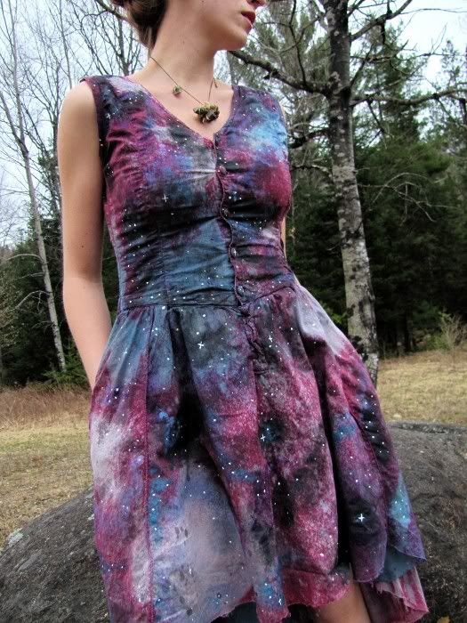 Galaxy Dress. - CRAFTSTER CRAFT CHALLENGES.....try this technique on a comforter for Emmie's bed