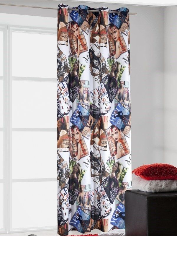 Biała zasłona na przelotkach w kolorowe okładki Vogue