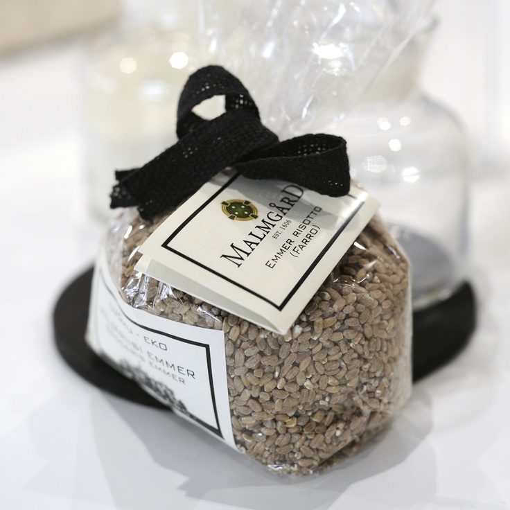 Locally produced Malmgård Emmer risotto grains in a gift wrapping.