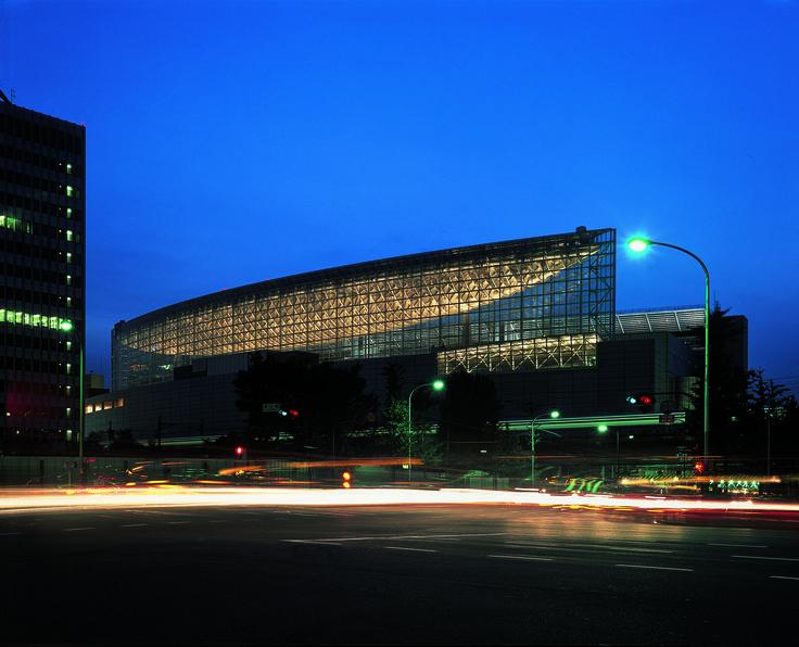 Tokyo International Forum | Rafael Viñoly Architects | Evening view from street