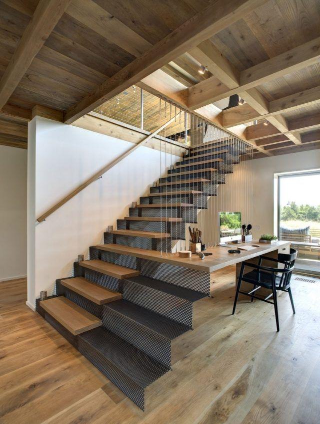 escalier droit avec marches en acier et bois et extension en bureau