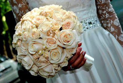 vendulavirág: Menyasszonyi csokor krém színű rózsából