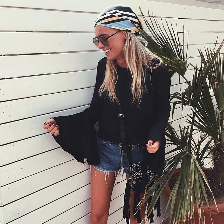 Claartje Rose, Dutch blogger, black shirt with flared sleeves, summer fashion