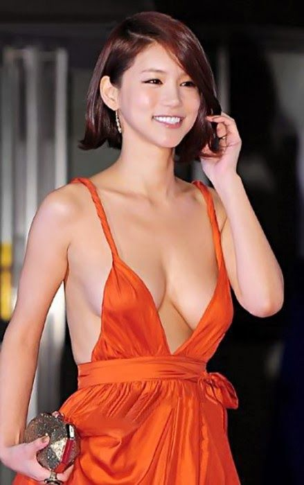 Busan Film Festival eye-popping distraction, actress Oh In ...