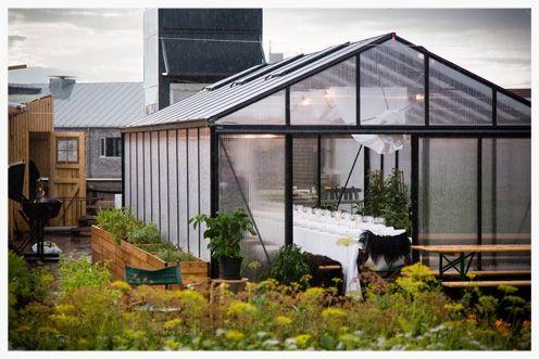 Tagfarmen Østergro ligger på Østerbro og har et drivhus med plads op til 24 personer. Her kan man spise med udsigt over byens tage.
