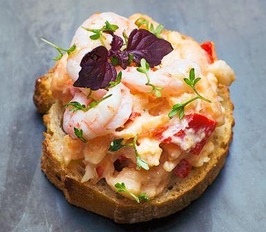 Recept: Havssallad med grillad paprika på toast