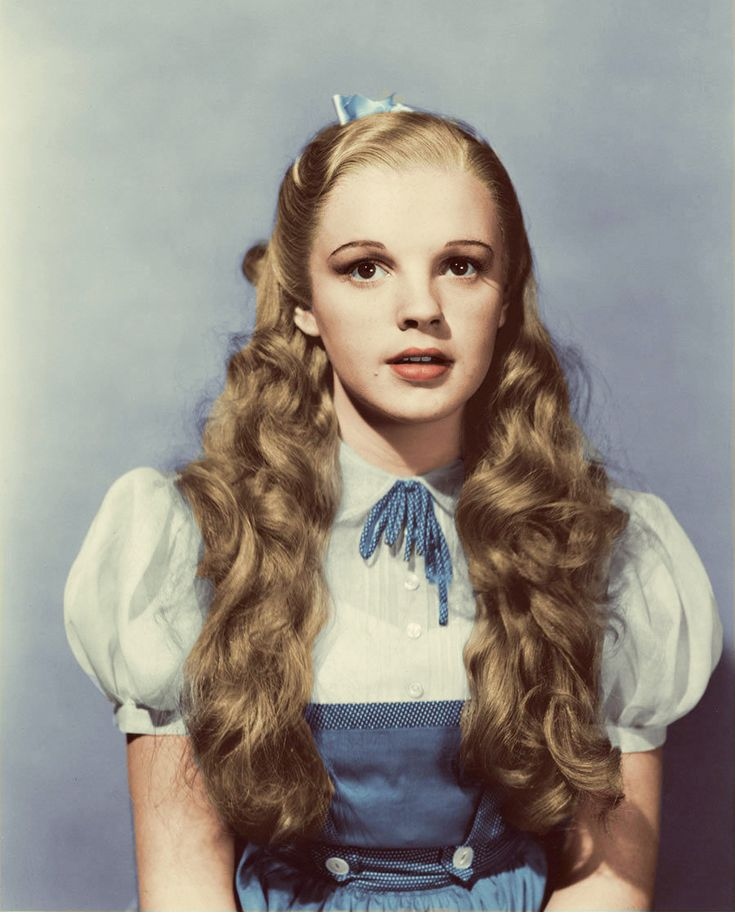 Judy Garland as Princess Dorothy in THE WIZARD OF OZ (1939)