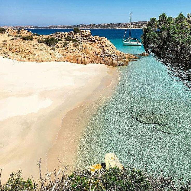 Italian Paradises…Island of Spargi, Maddalena Archipelago, Sardinia. You should sailing at least one time in the life in this beautiful archipelago. repost from @virgi_monni - Primavera a...
