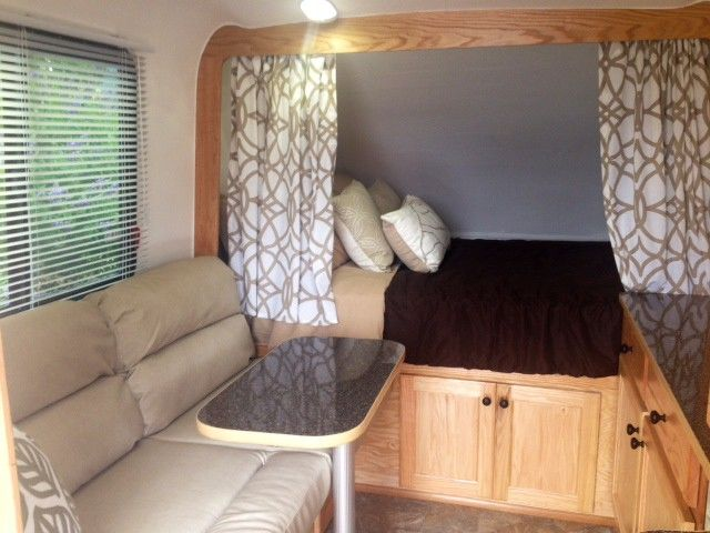 40 Lil Snoozy Small Travel Trailer Interior