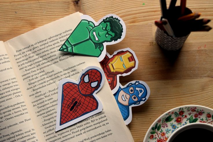Bookmarks hero. Free pattern/paper/books/handmade