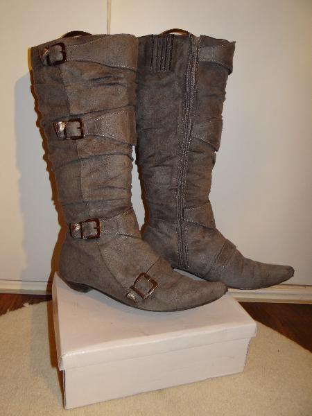 graue gefütterte Stiefel mit Schnallen Gr. 38
