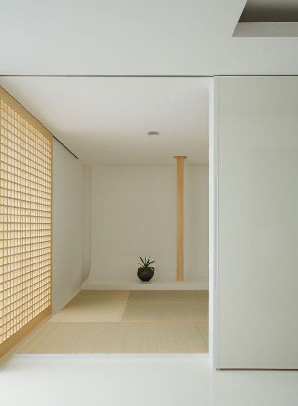 最近は一軒家でも和室がない家も増えているようですが、日本人にとって和室はとても落ちつく空間です。ただし、上手にコーディネートしないと、こたつが似合うような田舎っぽい部屋になってしまいがちです。今っぽいスタイリッシュな和室にするにはどうしたらいいのでしょうか?和室をおしゃれに見せるコツをつかんで、日本の良さを感じてみてください。
