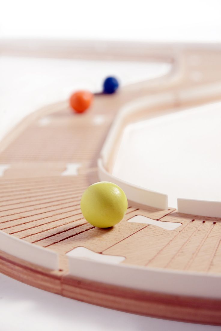 PISTAAA ! A marble. It rolls , jumps, runs , stops, climbs a mountain, crosses a field, borders the sea, sails on rivers , flies over lakes . A track . Long, short , straight, curved , uphill , downhill, smooth, rough . A marble and a track. A game with no time and no end.