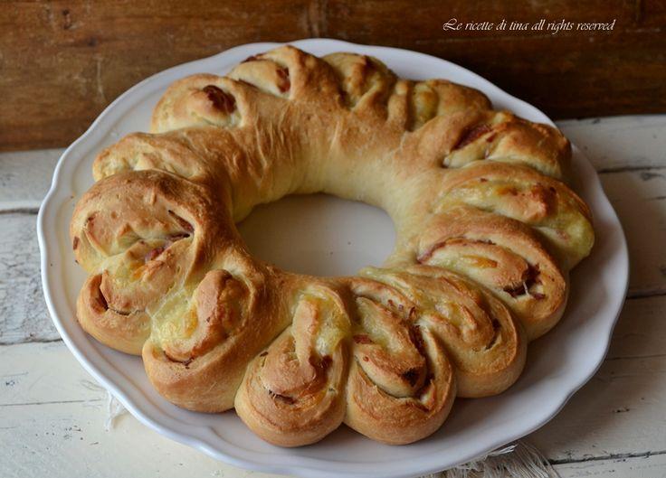 Corona di pan brioche salata ottima da servire per antipasto
