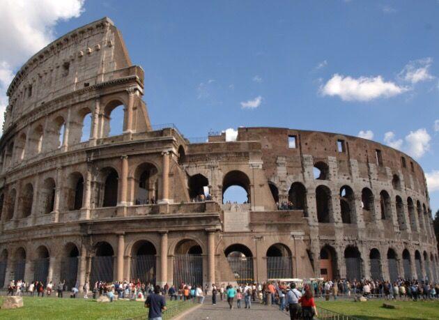 Roma - 23enne Armato scavalca recinzione Colosseo - Periodico Italiano Daily