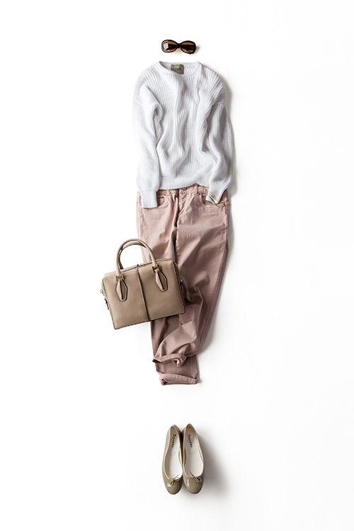 ホワイトのアイテム、ショップや町中でもどんどん流行ってきてますね〜! 私もこのVONDELのニット、気に入ってよく着てます。今日は、×ピンクのパンツにベージュの小物。ピンク〜ベージュのニュアンストーンに、白を効かせる感じ。