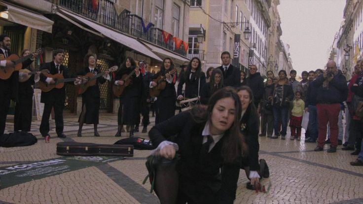 Studenci na ulicach Lizbony i ich muzyka