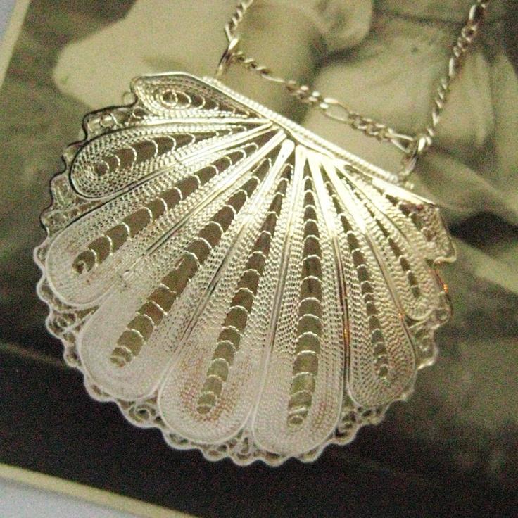 Vintage Filigree Clam Shell Mermaids Purse Locket